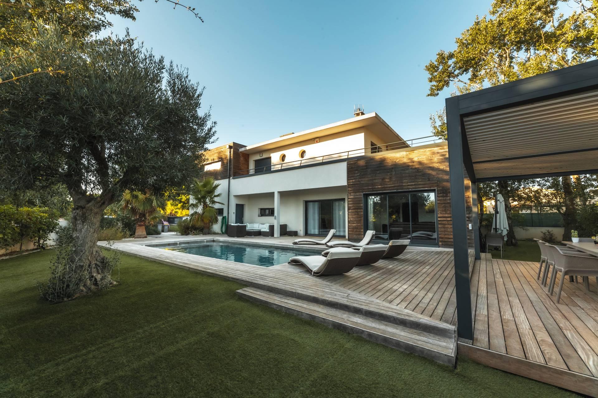 Location villa de luxe au cap d 39 agde for Les jardins de la villa et spa